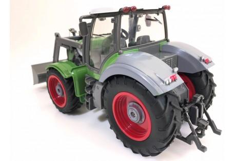 RC kolový traktor s vlečkou